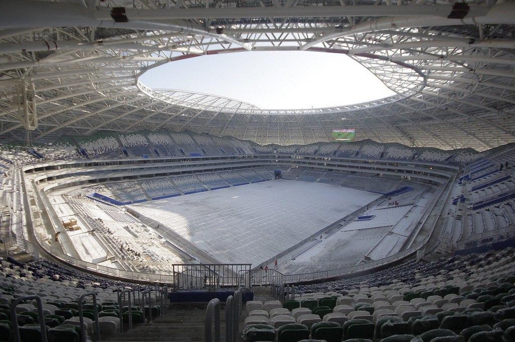Зимнее футбольное поле на новом стадионе в Самаре